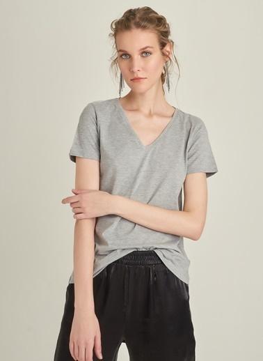 NGSTYLE V Yakalı Basic Tişört Gri